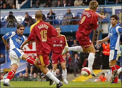 Pedro Mendes nets Pompey's third goal