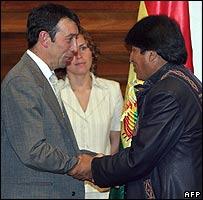 Bolivian President Evo Morales (R) greets Jorge Martinoni of US Vintage petrol company