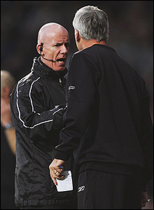 Dermot Gallagher has a word with Pardew