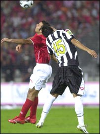 Ahly's Emad Moteab (in red) and Sfaxien's Wissem al-Abdi