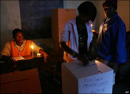 Kinshasa polling station by candlelight