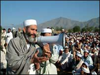 Siraj ul-Haq addresses mourners at the school in Chinagai