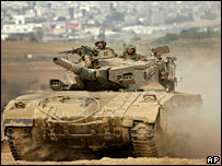 An Israeli tank in southern Gaza on 18 October 2006