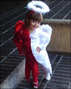 """""""Esta imagen no es de espanto, es mi beb� Camila rumbo a su fiesta de Halloween, disfrazada mitad de diablita y mitad de angelito tal cual es!!!"""", dice Mirna Marrero"""