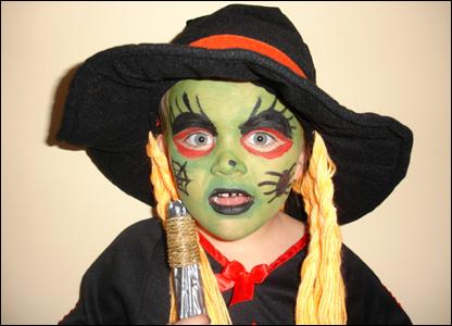 Simon Divito nos env�a esta imagen de su hija de 5 a�os Zoe en su primera fiesta de Halloween.