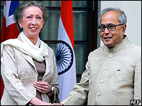 Margaret Beckett (L) shakes hands with Indian Minister of External Affairs, Pranab Mukherjee (R)