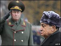 مبارك وصل لروسيا