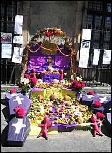 Altar a dos cuadras del Z�calo. Fotos de Mariusa Reyes, enviada especial.