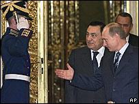 Russian President Vladimir Putin, right, and President of Egypt Hosni Mubarak