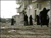 Women in Beit Hanoun running to the mosque