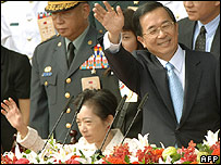 President Chen Shui-ban  and his wife Wu Shu-chen (left) in October 2006