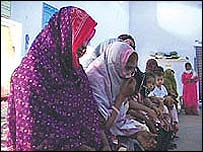 Women and children at Karachi's main prison (IRIN)