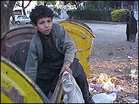 Street child in Karachi (IRIN)