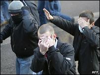 Экстремисты во время демонстрации в Москве