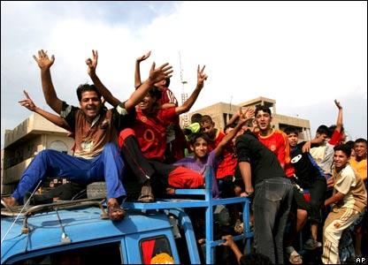 Celebraciones por el fallo contra Saddam Hussein en Irak