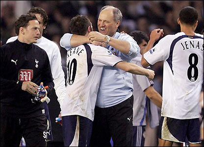 Spurs boss Martin Jol celebreates with his players