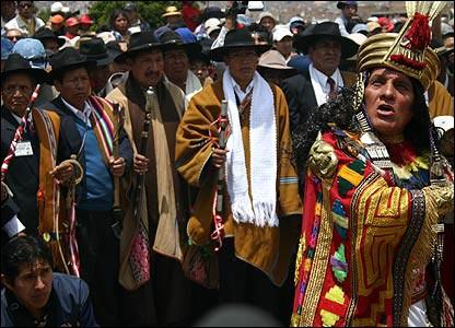 Ceremonia con dignatarios locales