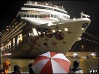 Cruise ship Norwegian Pearl