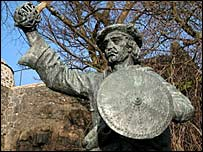 Rob Roy statue. Pic by Undiscovered Scotland