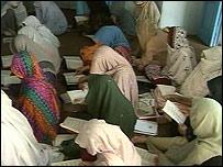 Una clase de alfabetización en Afganistán