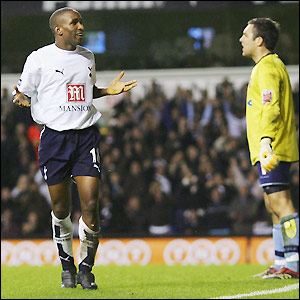 Jermain Defoe makes it 3-1 during the second period extra-time