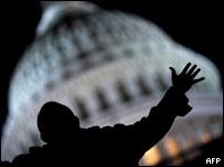 Человек на фоне Капитолия