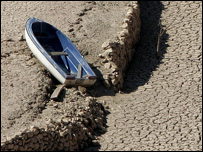 Boat on the banks of a drought-hit river (Image: AP)