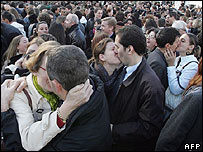French couples attempt a kissing world record in Paris