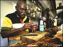 Fabricante de puros en La Habana.