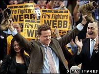 Джим Уэбб празднует победу
