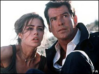 Denise Richards and Pierce Brosnan in The World Is Not Enough