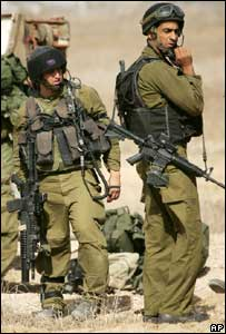 Israeli soldiers on the border of the Gaza strip near Beit Hanoun
