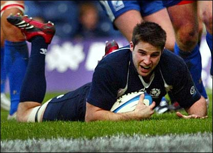 Johnnie Beattie scores a try for Scotland