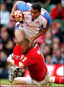 Kameli Ratuvou breaks a tackle