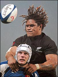 New Zealand number eight Rodney So'oialo rises above France flanker Julien Bonnaire on Saturday