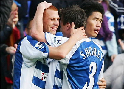 Steve Sidwell celebrates his goal
