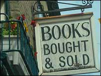 Hay-on-Wye book shop sign