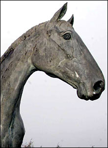 The Desert Orchid statue at Kempton Park racecourse