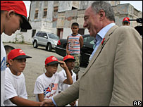 Ken Livingstone with children in Havana, Cuba
