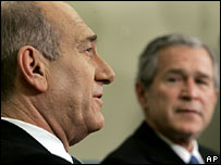 Ehud Olmert and George W Bush give a press conference after White House talks