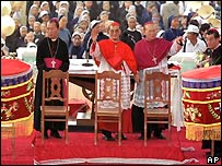 Vietnam's Cardinal Pham Dinh Tung (centre). File photo.
