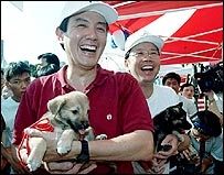 Ma Ying-jeou and the adopted, in archive picture