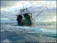 Bottom-trawler (Roger Grace/Greenpeace)
