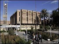 Estudiantes dejan la Universidad de al-Mustansiriyah