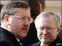 Ukrainian Defence Minister Anatoliy Hrytsenko (left) and Foreign Minister Boris Tarasyuk