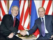 President Bush shaking hands with President Putin