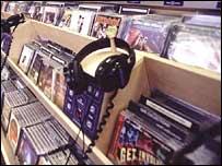 Наушники в музыкальном магазине
