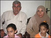 Jaled Mohamed Gabain, su esposa Faisa y su familia.