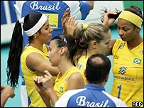 Las jugadoras brasile�as no pueden ocultar su decepci�n.