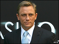 http://newsimg.bbc.co.uk/media/images/42324000/jpg/_42324935_bond_203_afp.jpg
